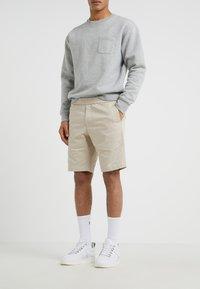 Filippa K - TERRY - Shorts - khaki - 0