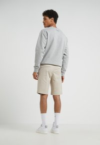 Filippa K - TERRY - Shorts - khaki - 2