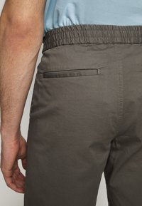 Filippa K - TERRY  - Shorts - green grey - 5