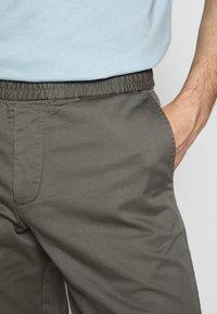 Filippa K - TERRY  - Shorts - green grey - 3