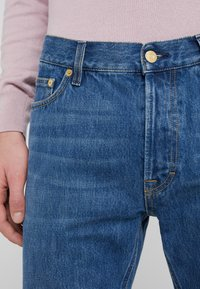 Filippa K - BYRON WASHED JEANS - Straight leg jeans - mid blue - 4