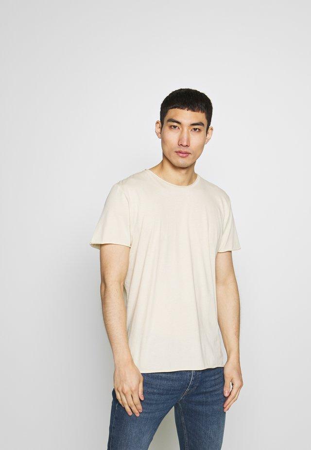 ROLL NECK TEE - T-Shirt basic - almond white