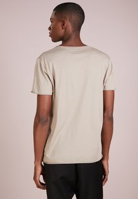 Filippa K - ROLL NECK TEE - T-shirt - bas - oyster - 2