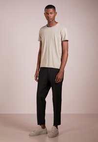 Filippa K - ROLL NECK TEE - T-shirt - bas - oyster - 1
