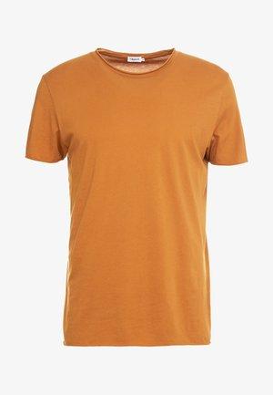 ROLL NECK TEE - T-shirt - bas - dark ochre