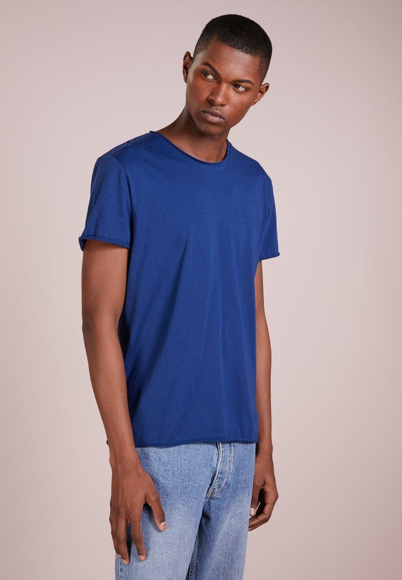 Filippa K - ROLL NECK TEE - T-shirts - aquatic