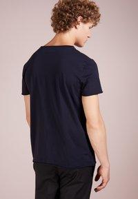 Filippa K - ROLL NECK TEE - T-shirts - navy - 2