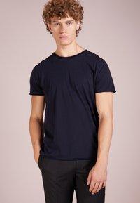 Filippa K - ROLL NECK TEE - T-shirts - navy - 0