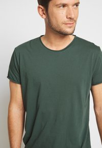 Filippa K - ROLL NECK TEE - T-shirt - bas - crocodile - 5