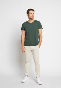 Filippa K - ROLL NECK TEE - T-shirt - bas - crocodile - 1