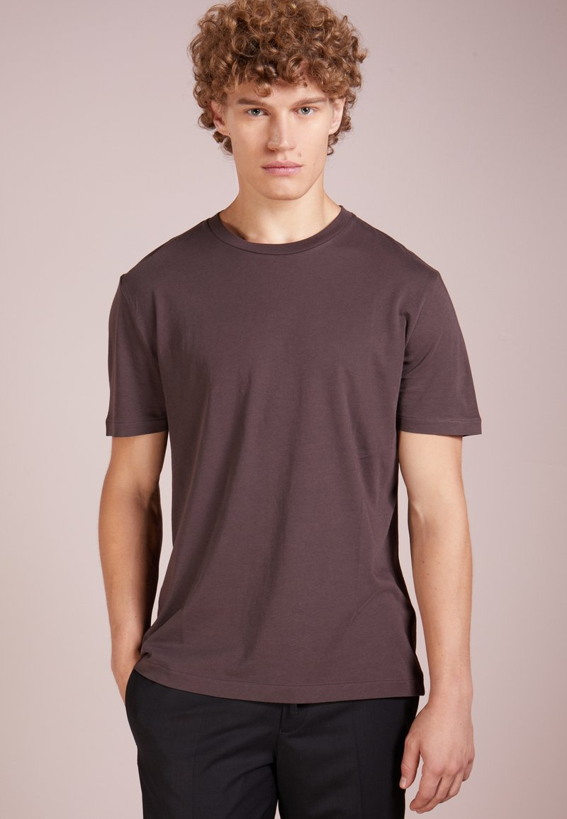 Filippa K - SINGLE REGULAR TEE - T-shirt basique - cassis