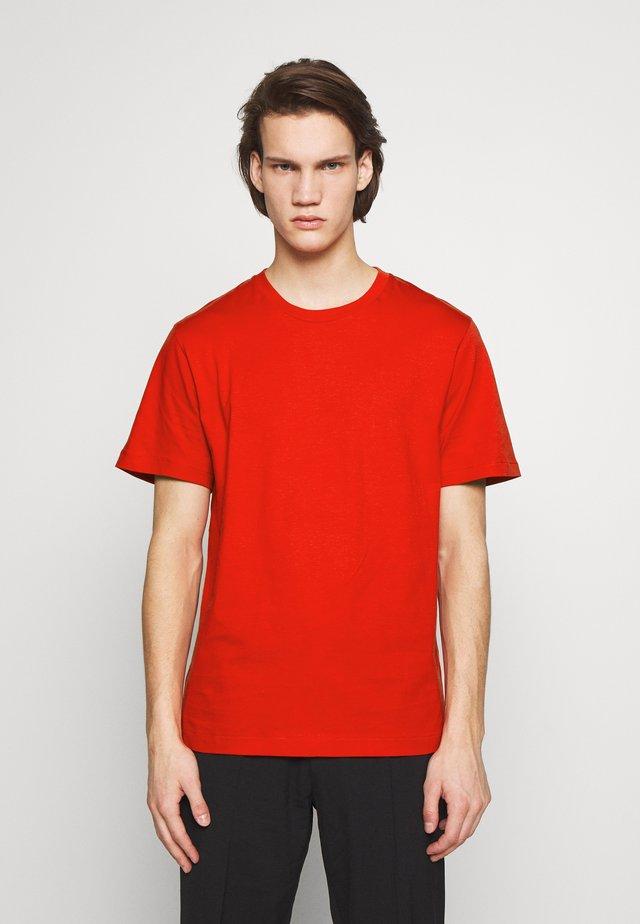 SINGLE CLASSIC TEE - T-shirt - bas - red orange