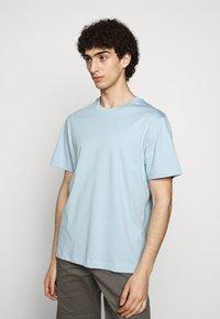 Filippa K - SINGLE CLASSIC TEE - Basic T-shirt - pale blue - 0