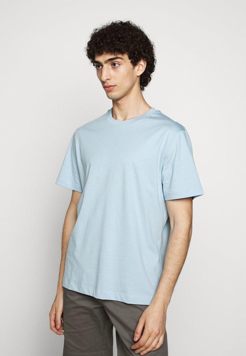 Filippa K - SINGLE CLASSIC TEE - Basic T-shirt - pale blue