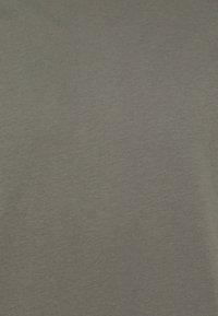 Filippa K - SINGLE CLASSIC TEE - T-shirt - bas - green/grey - 2