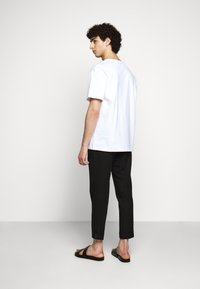 Filippa K - BRAD - Basic T-shirt - white - 2
