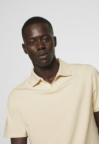 Filippa K - SOFT - Polo shirt - almond white - 4