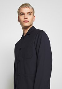 Filippa K - LOUIS GARBADINE JACKET - Summer jacket - navy - 4