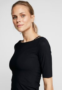 Filippa K - SLIM MID SLEEVE TOP - Jednoduché triko - black - 4