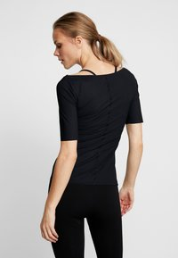 Filippa K - SLIM MID SLEEVE TOP - Jednoduché triko - black - 2