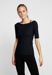 Filippa K - SLIM MID SLEEVE TOP - Jednoduché triko - black - 0