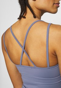 Filippa K - CROSS BACK YOGA - Top - fog blue - 4