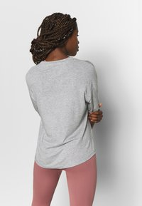 Filippa K - SOFT - T-shirt basic - light grey - 2