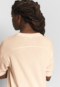 Filippa K - SOFT - T-shirt basic - meringue