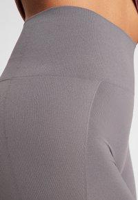 Filippa K - HIGH SEAMLESS LEGGINGS - Legging - black pear - 4