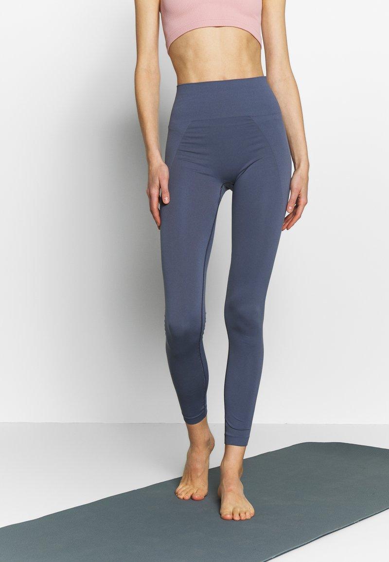 Filippa K - HIGH SEAMLESS LEGGINGS - Tights - misty blue