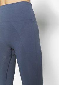 Filippa K - HIGH SEAMLESS LEGGINGS - Trikoot - misty blue - 4