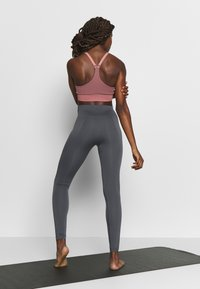 Filippa K - HIGH SEAMLESS LEGGINGS - Leggings - metal - 2