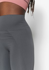 Filippa K - HIGH SEAMLESS LEGGINGS - Leggings - metal - 3