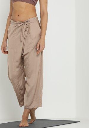 JASMINE THAI PANTS - Pantalon de survêtement - toffee