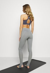 Filippa K - SEAMLESS OPEN HEEL LEGGINS - Medias - nickel grey - 2