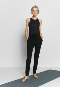 Filippa K - TRACKPANT - Pantalon de survêtement - black - 1