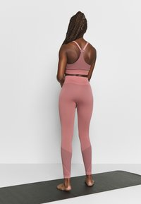 Filippa K - STRIPED SEAMLESS - Leggings - anemone - 2