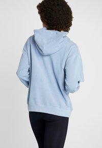 Filippa K - HOODED - Bluza z kapturem - misty blue - 2