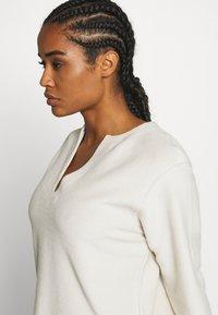 Filippa K - REVERSED SPLIT - Sweater - ivory - 4