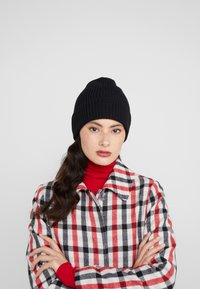 Filippa K - HAT - Beanie - black - 1