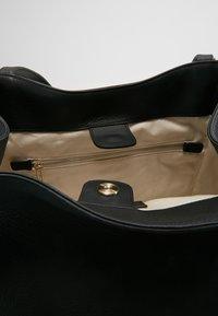 Filippa K - SHELBY BUCKET BAG - Torebka - black - 5