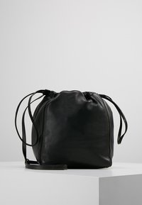 Filippa K - LENA SOFT BUCKET BAG - Sac bandoulière - black - 0