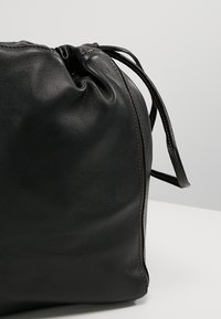 Filippa K - LENA SOFT BUCKET BAG - Sac bandoulière - black - 6