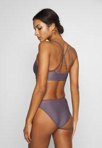 Filippa K - SHINY HIGH CUT BRIEF - Bikini bottoms - mauve - 2