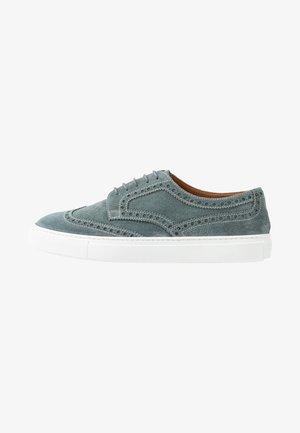 Sznurowane obuwie sportowe - york plumbeo
