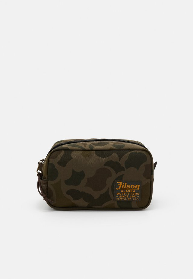 TRAVEL PACK - Wash bag - mottled olive