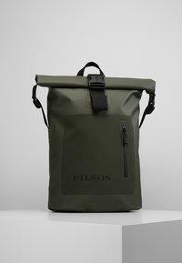 Filson - DRY BACKPACK - Batoh - green - 0