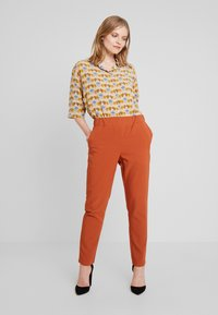 Fransa - FRESMIX PANTS - Trousers - ginger bread - 1
