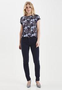 Fransa - FRHASNAP - Jeans Slim Fit - dark peacoat - 1