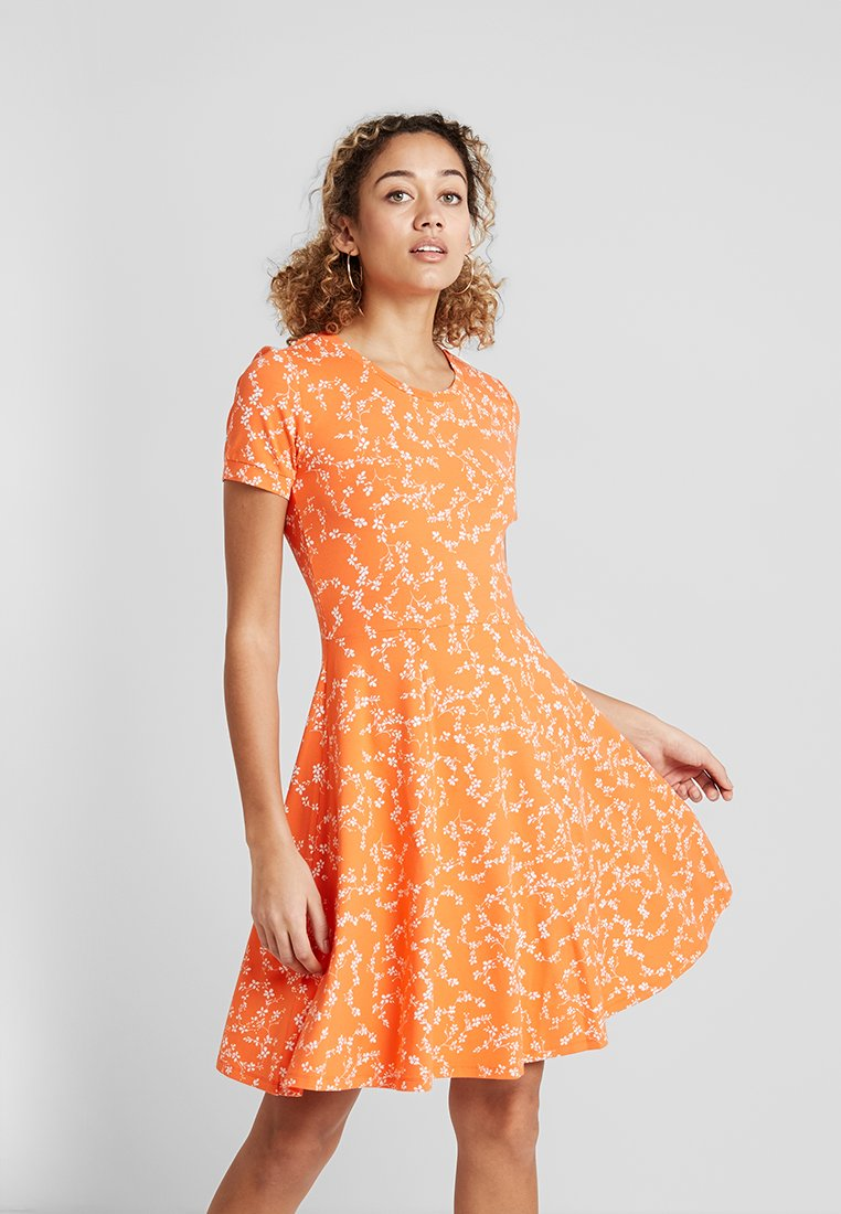 Fransa - FRDIDOT DRESS - Sukienka z dżerseju - nasturtium